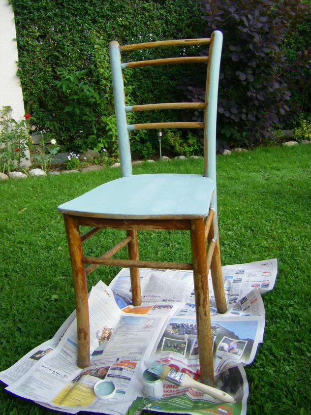 Stuhl streichen mit Kreidefarbe